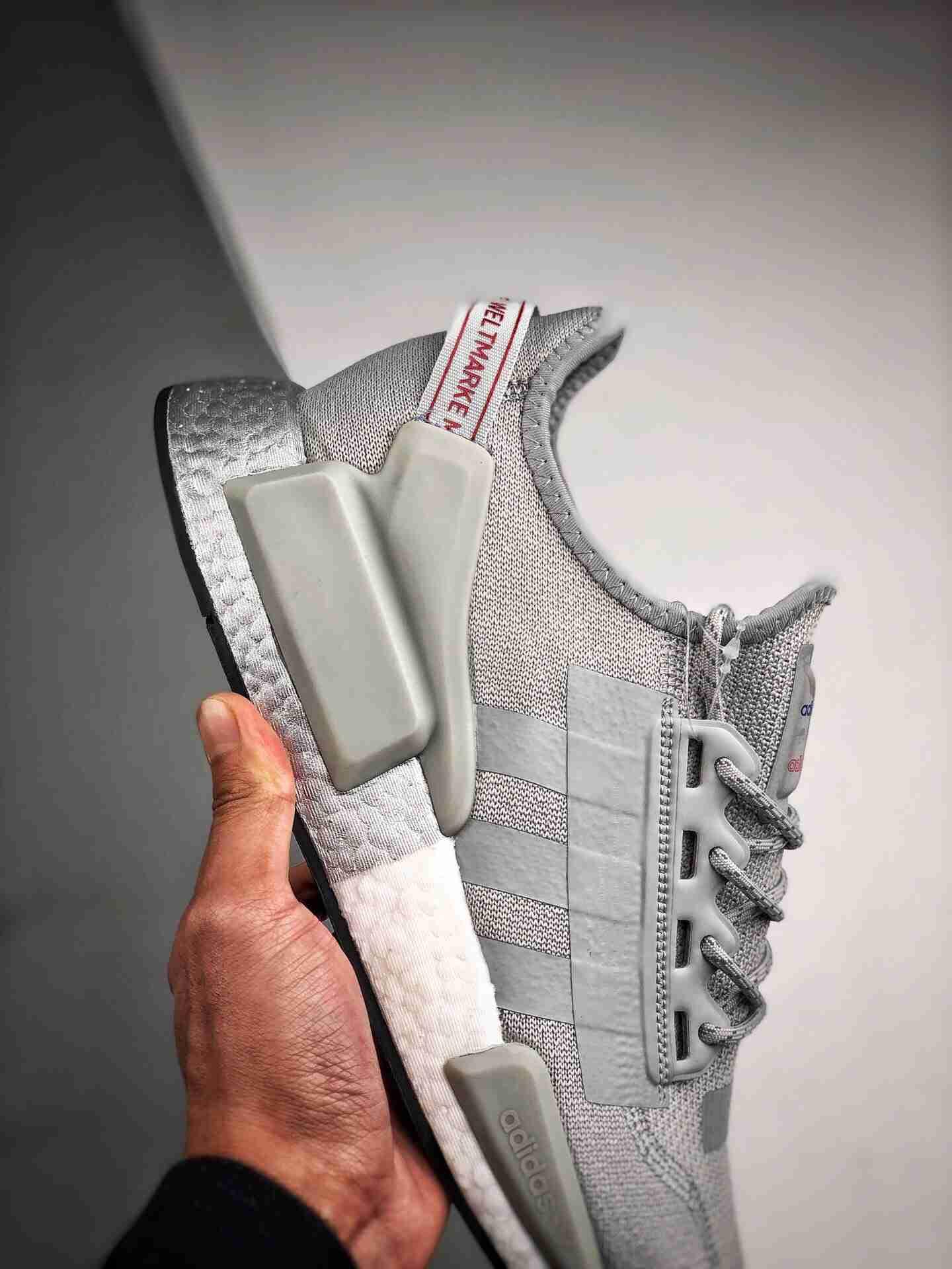 Adidas NMD _R1 白银3M 渠道鱼鳞版本