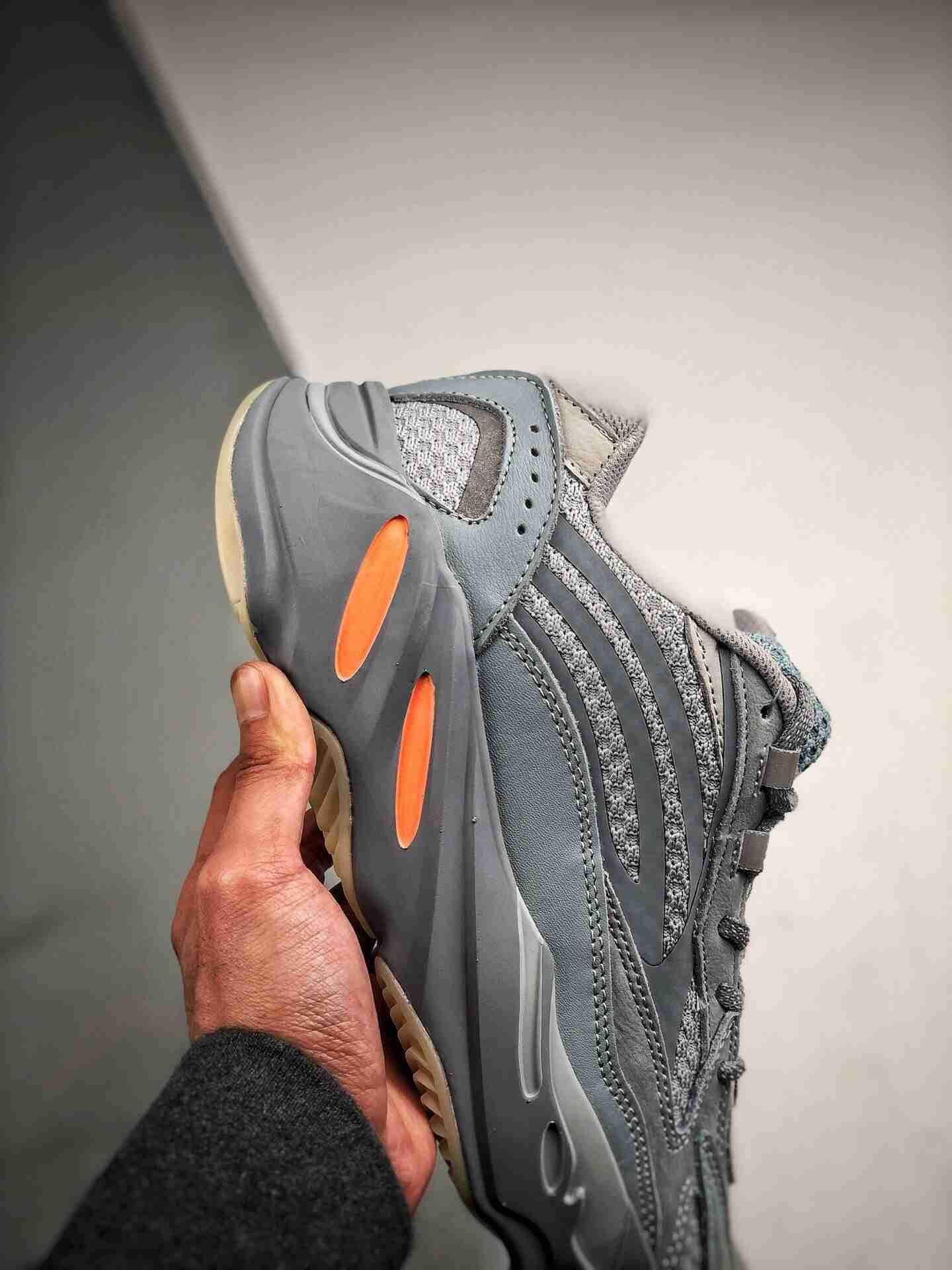 Adidas Yeezy 700v2
