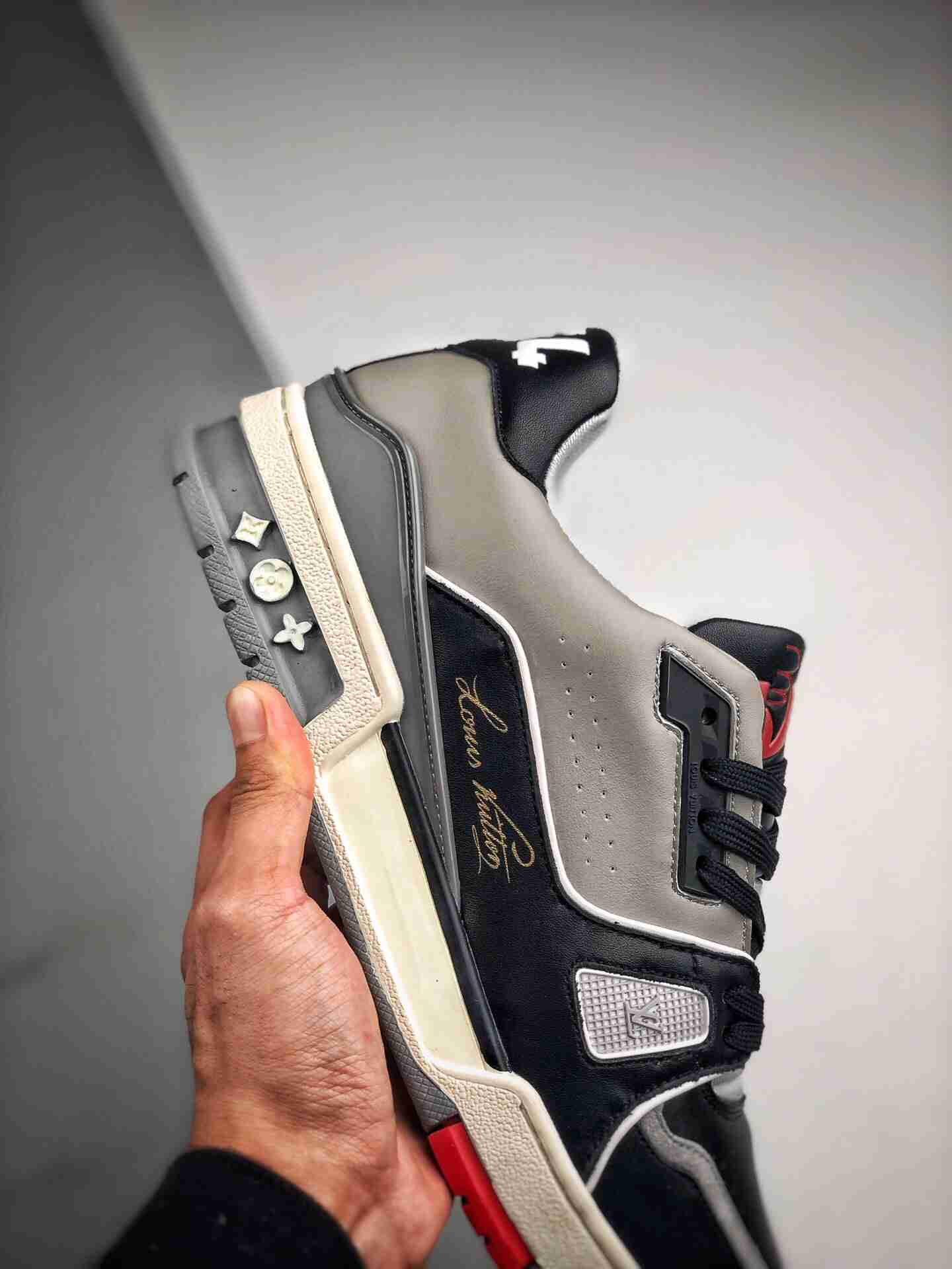 1V 驴牌官方秀款 专柜同步发售 鞋面采用意大利进口头层牛皮,全进口羊皮内里