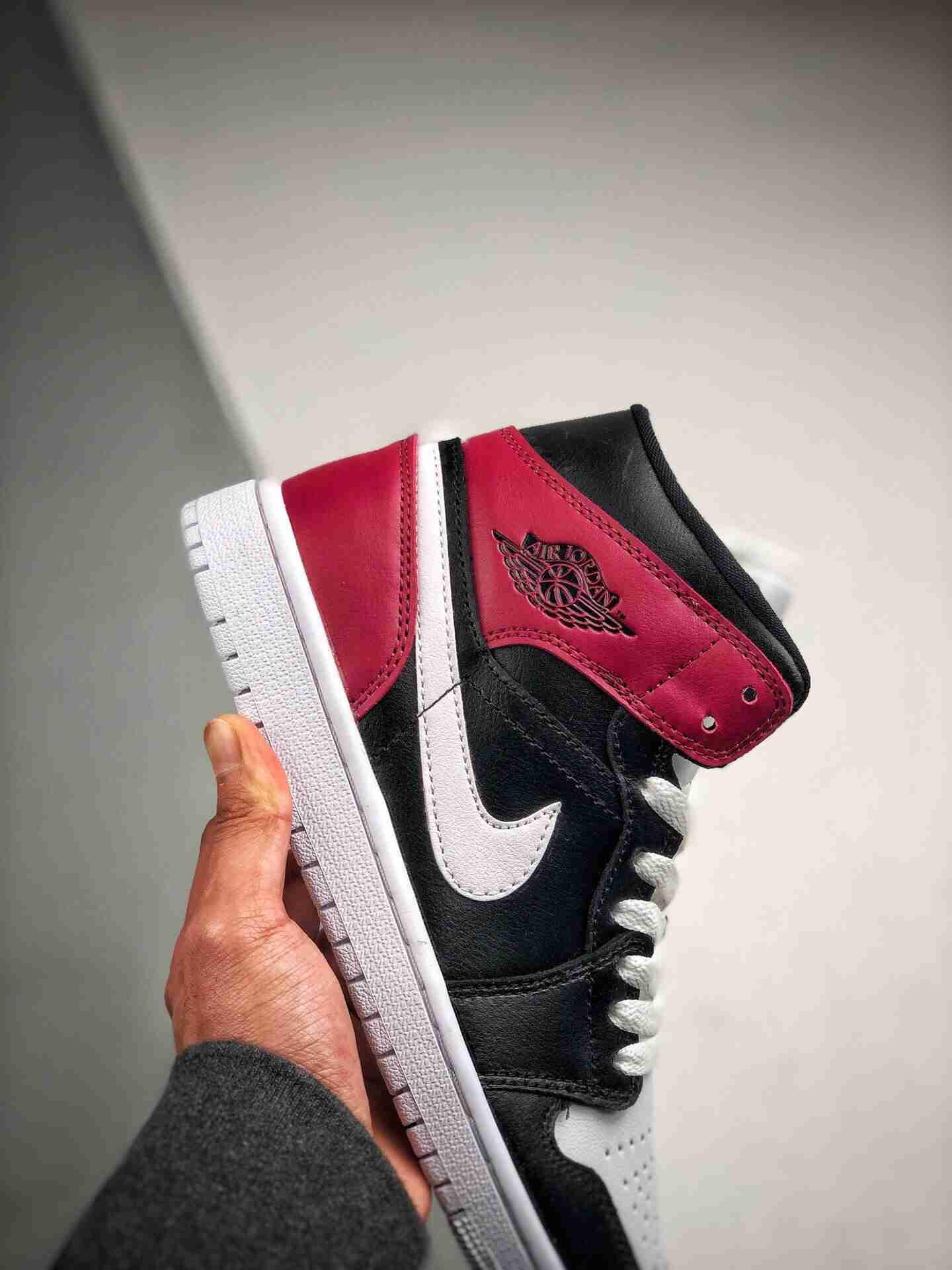 Air Jordan 1 Mid 黑白红