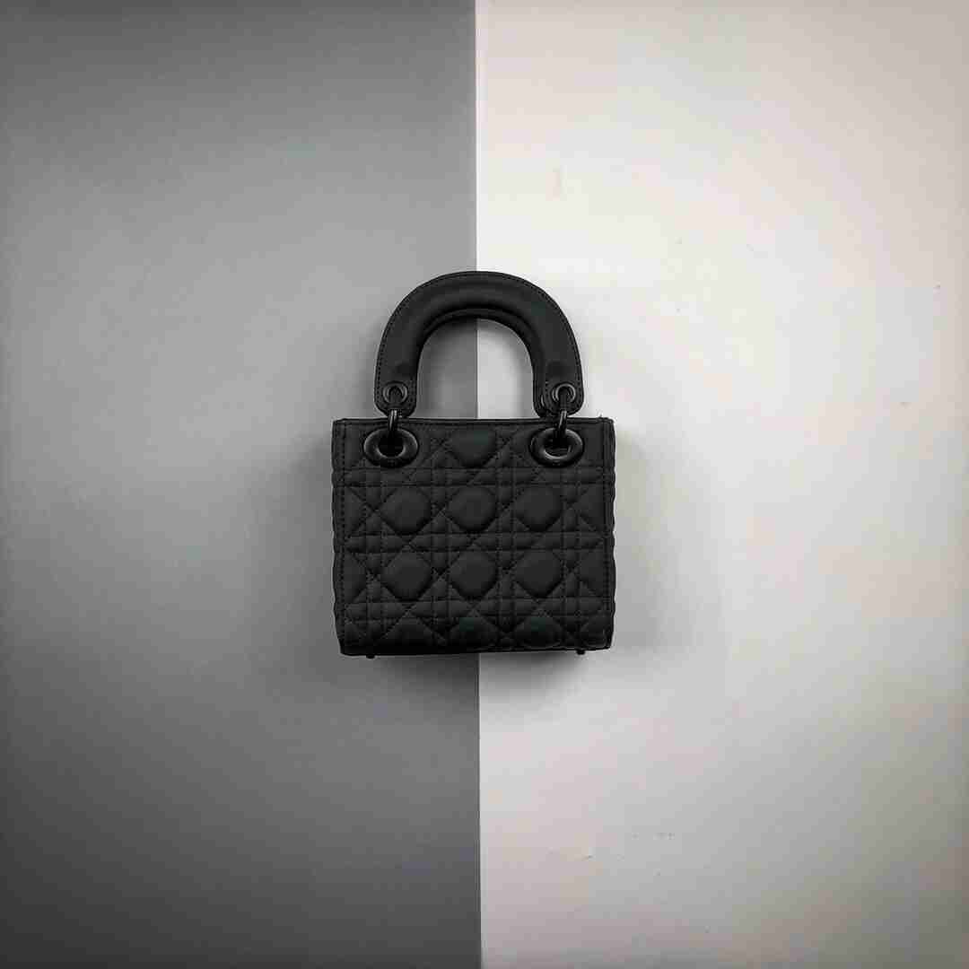 Dior/迪奥 19Fw 藤格纹哑光牛皮革翻盖式手袋 Lady Dior黑色藤格纹哑光牛皮革翻盖式手袋