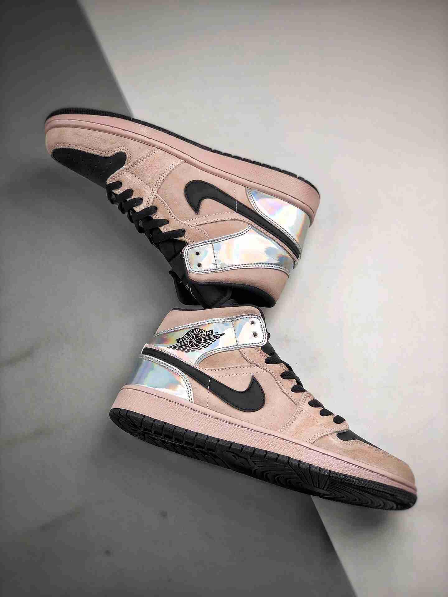 Air Jordan 1 Mid  脏粉镭射 中帮系列
